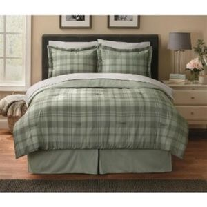 EB Light Green Plaid Quilt Comforter